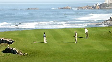 De grands espaces d'air propice au golf dans un Pays Basque accueillant proche de l'hôtel Olatua de Bidart