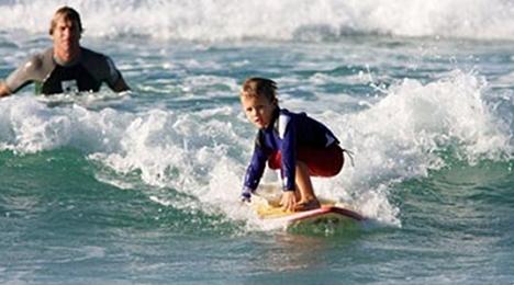 Des activités surf pour tous les âges proche de l'hôtel Olatua de Bidart au centre du Pays Basque