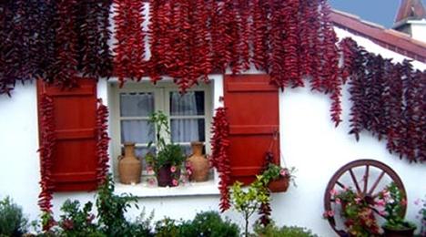 Visite d'Espelette proche de l'hôtel Olatua de Bidart au Pays Basque